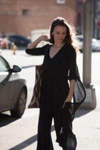 黒で統一したファッション