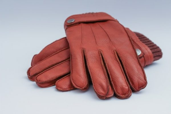 寒い日の通勤 グローブ スーツに合う手袋