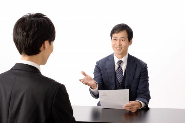 面接で落とされる人の特徴10選!採用の決め手となる質問事例も