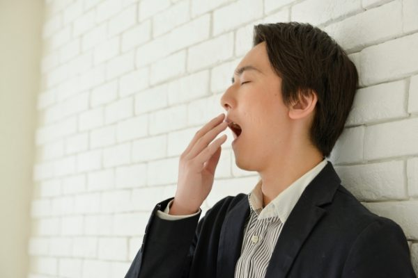 昼食後の眠気がひどい人の特徴