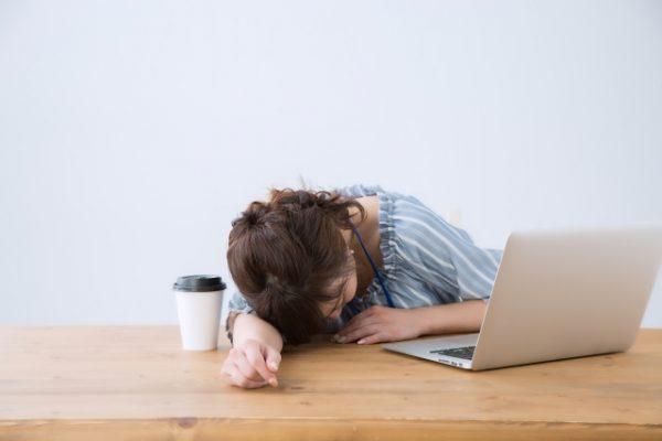 昼食後の眠気がひどい人の特徴!睡魔に負けないとっておきの方法とは