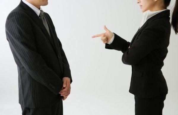 高圧的な態度をとる人への対処法