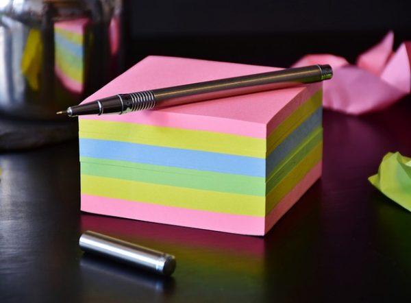 付箋の正しい使い方!見やすい書き方とわかりやすい伝言の伝え方とは