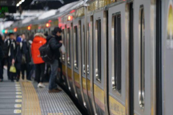 東京の朝の通勤ラッシュ