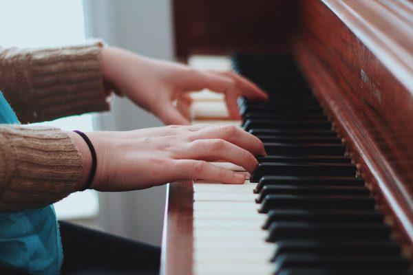 生ピアノと電子ピアノの違い 後悔しないピアノの選び方