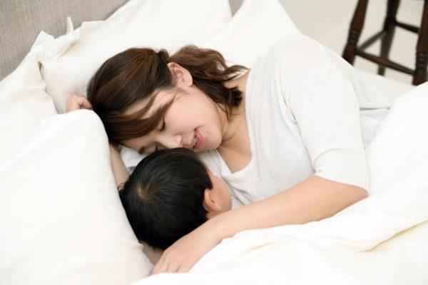 子供が一人で寝るのは何歳からがベスト?
