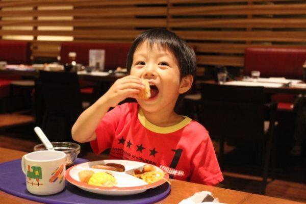 子供がご飯を食べるのが遅い時の6つの対処法