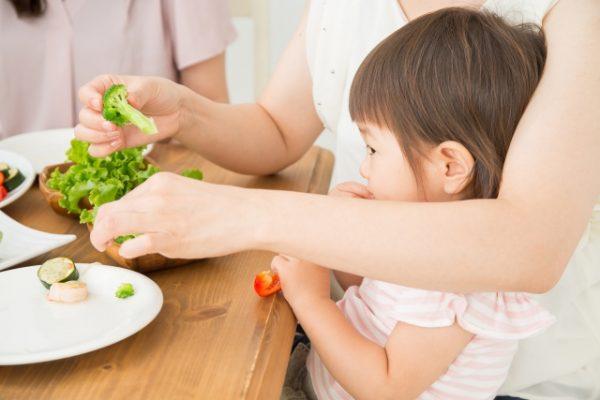 子供がご飯を食べるのが遅い7つの原因と対処法!食事時間の平均は?