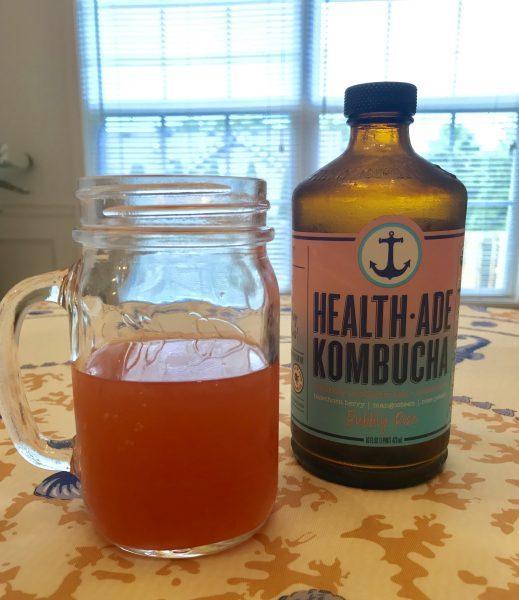 KOMBUCHAとは「紅茶に菌を入れて発酵させた飲み物」