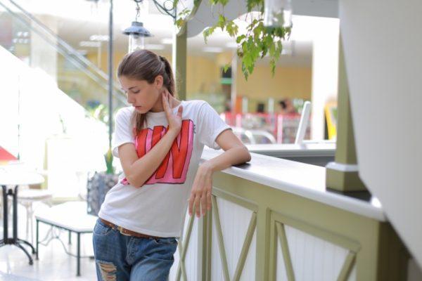ため息ばかりつく人の5つの心理と対処法