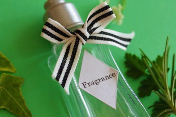 香水つけ過ぎ問題を防ぐ!フワッと香る程度にする香水のつけ方