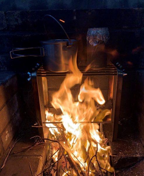 空き缶でご飯を炊く キャンプ