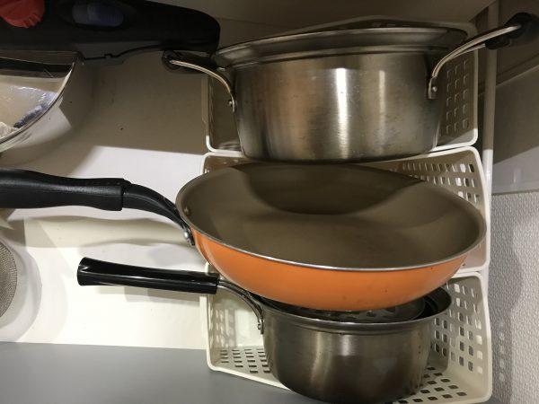 A4ファイルボックスを使って鍋やフライパンをキッチン下に収納