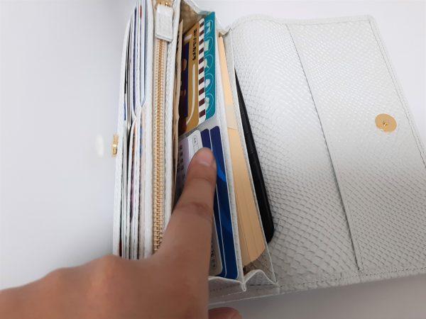 キャン★ドゥキャン★ドゥ「長財布に入るカードホルダー」使用状態